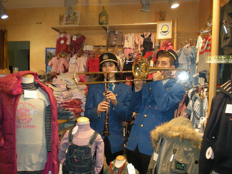 Piccolo mondo piccolo mondo44 for Corso roma abbigliamento